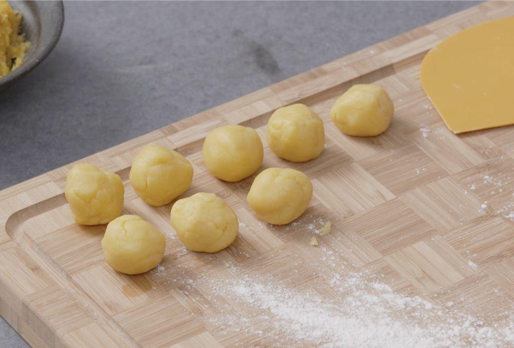 Taiwanese Pineapple Cakes 7